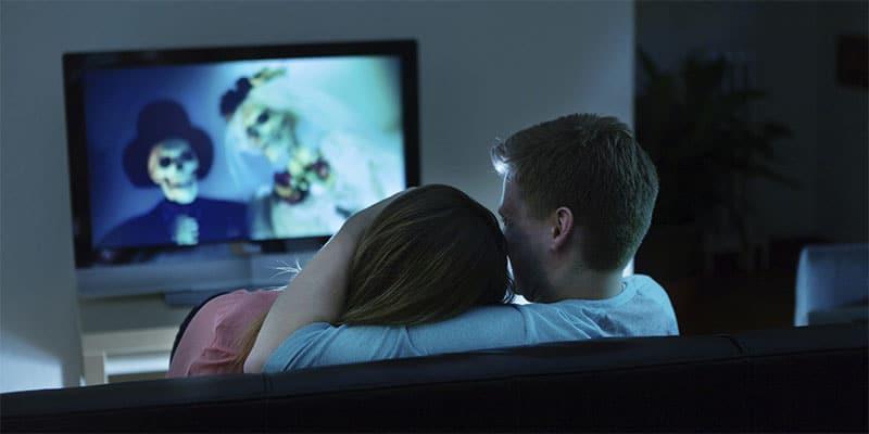 regarder un film d'horreur le soir d'halloween
