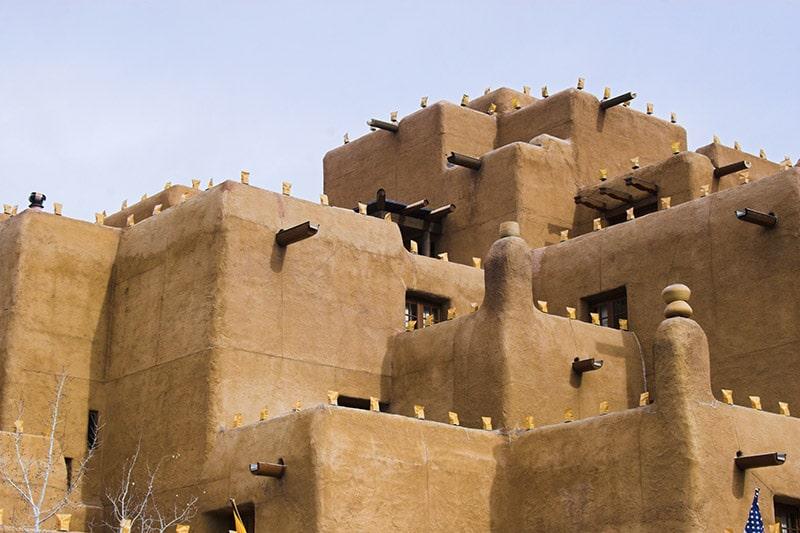 Architecture Adobe typique de Santa Fe, Nouveau Mexique