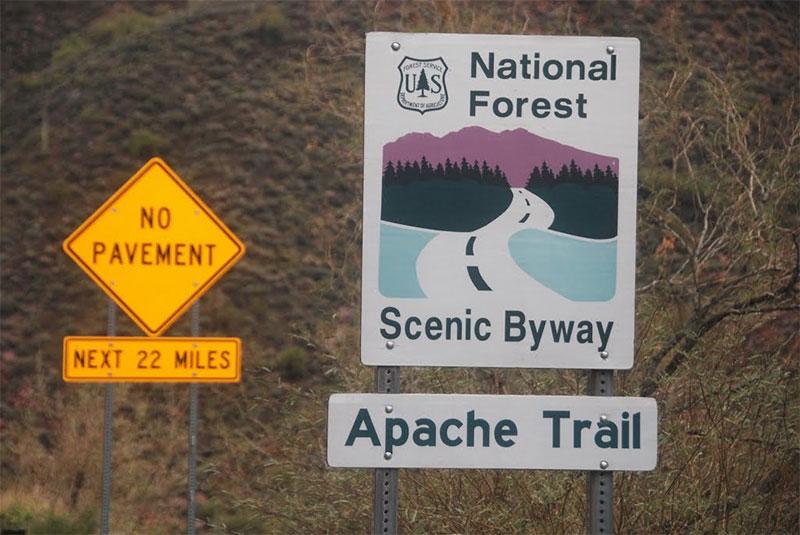 Panneau Apache Trail Scenic Drive