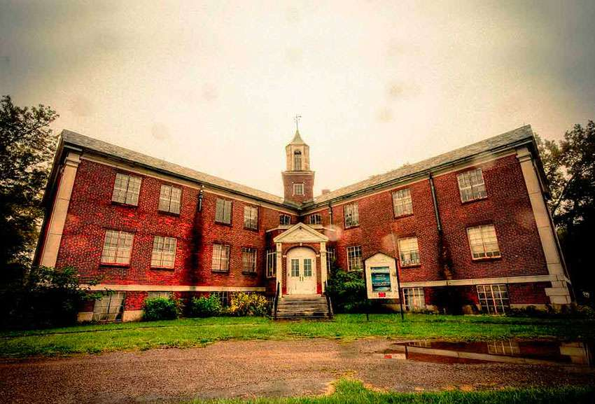 New York Rolling Hills Asylum