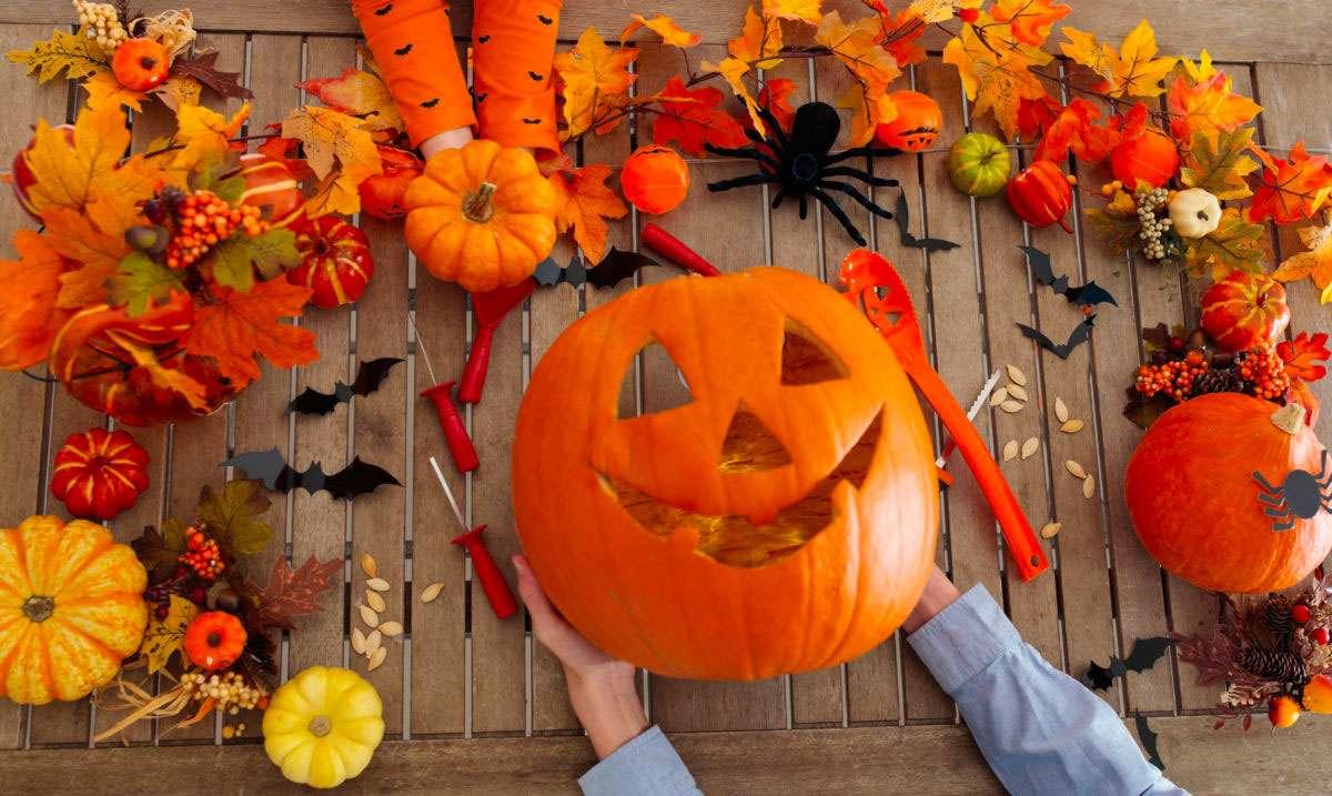 Outils pour découper une citrouille d'Halloween